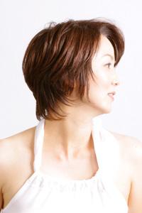 40代女性のヘアスタイル|爽やかなショートレイヤーの髪型