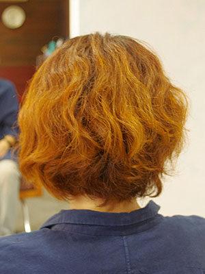 くせ毛の傷んだ髪
