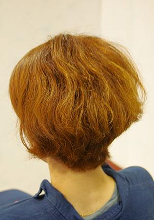 くせ毛のショートの髪型