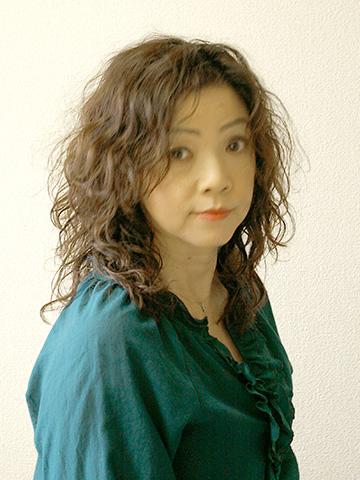 夏の髪型・ワイルドパーマヘアスタイル