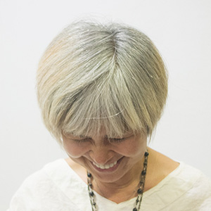 東京の美容室が発信するオシャレ白髪ぼかしビフォア1