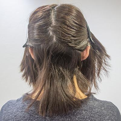 根元の白髪が気になると同時に根元のくせ毛がうねってる状態