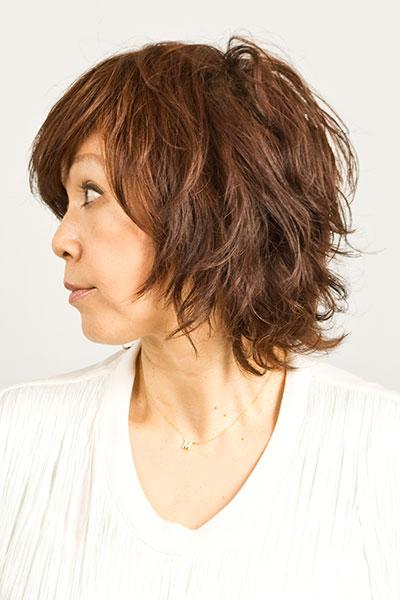 40代からの大人女子に人気のヘアスタイル|ミディアムヘアーにパーマの髪型