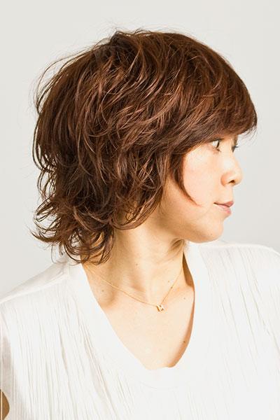 40代からの大人女子に人気のヘアスタイル|ミディアムヘアーに可愛くパーマの髪型