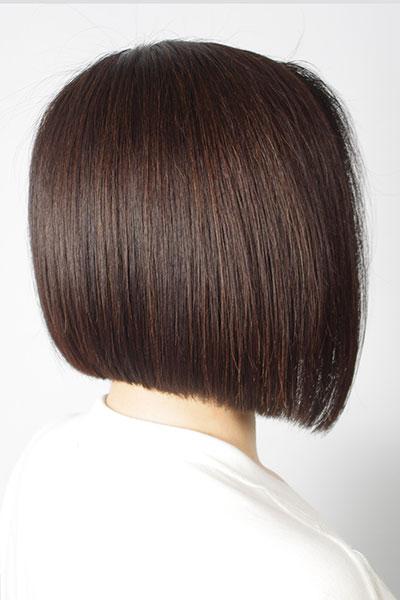 40代からの大人の女性に人気のヘアスタイル|シャープな前下がりボブの髪型