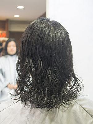 強いくせ毛をボリュームダウンストレートパーマ