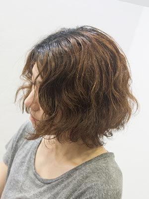 くせ毛のダメージヘアにボリュームダウントリートメント