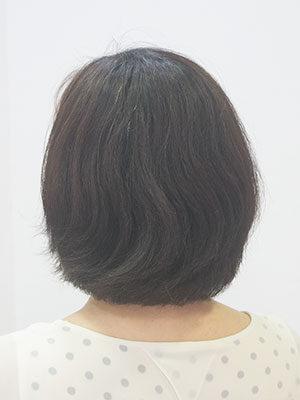 くせ毛のうねる髪