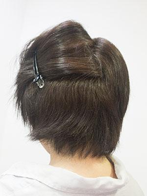 太い髪のくせ毛