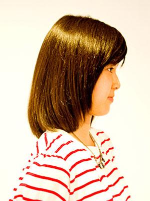 跳ねるくせ毛をカットでおさまるようにカットする東京原宿美容室yippee