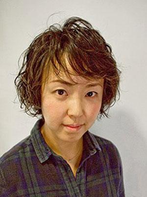 ヘアスタイル髪型|ペタンコな髪をパーマでふんわりイメチェン アフター画像