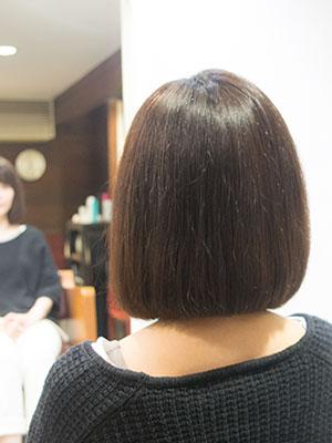 くせ毛で膨らむボブをボリュームダウンストレートパーマで程よくまっすぐに