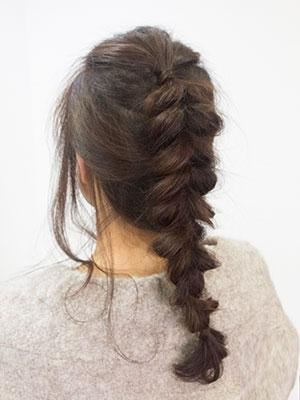 40代50代女性に人気の若々しいヘアアレンジ編み込み
