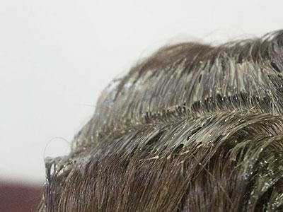 頭皮の刺激を避けるヘアカラー1