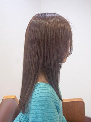 秋の上品なヘアカラーピンクベージュ