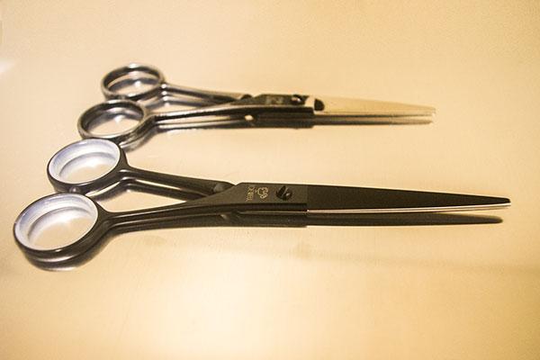 美容師のシンプルなハサミ