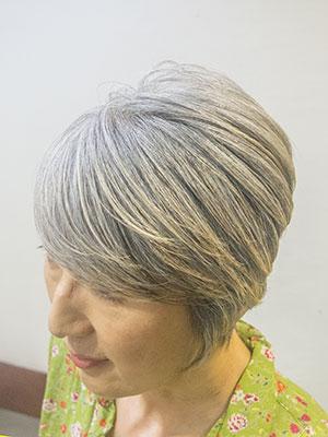 40代女性の かっこいいグレイヘア